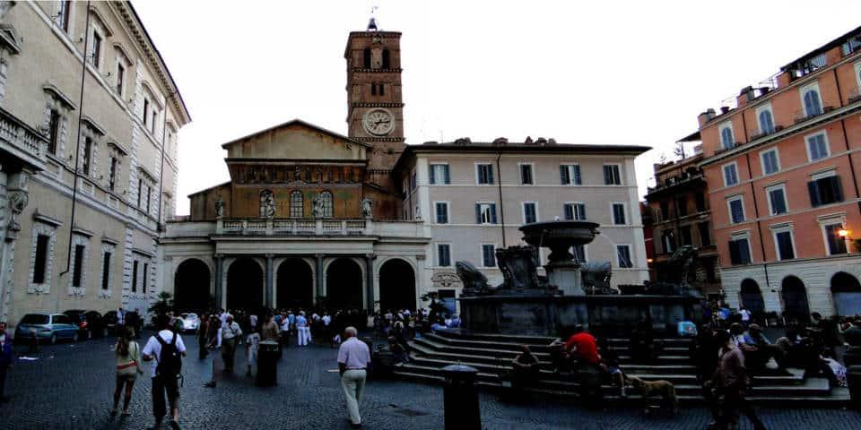 Santa Maria di Trastevere square