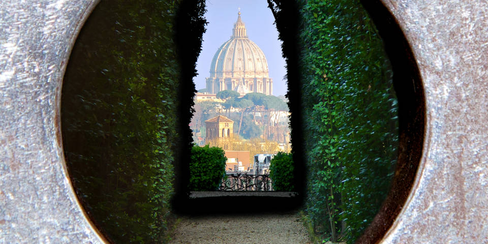 Basilica di San Pietro through keyhole