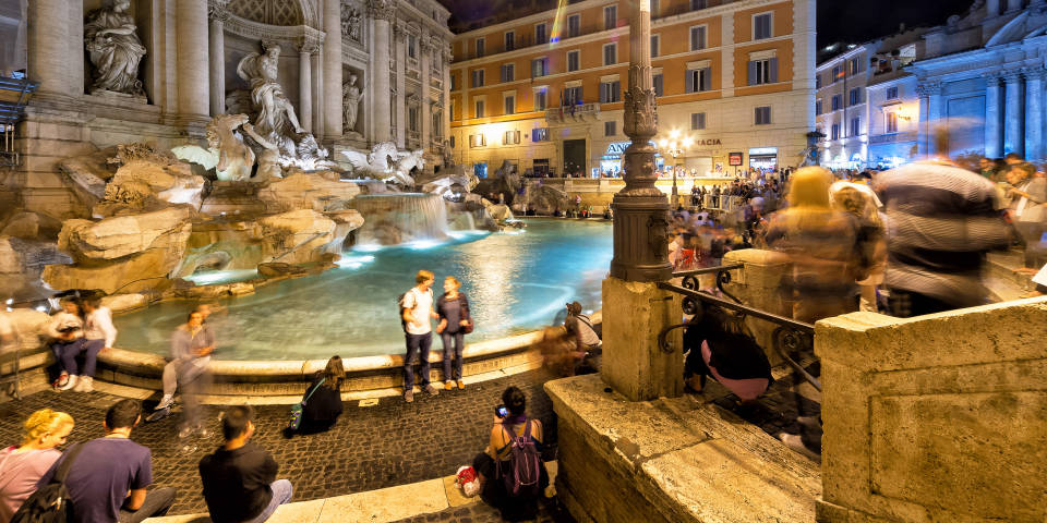 Fountain Trevi at night