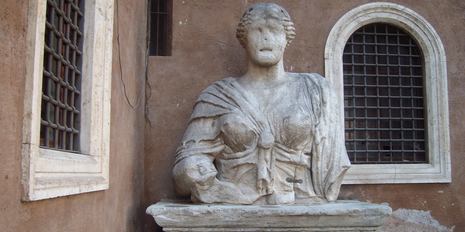 Madama Lucrezia Talking statue