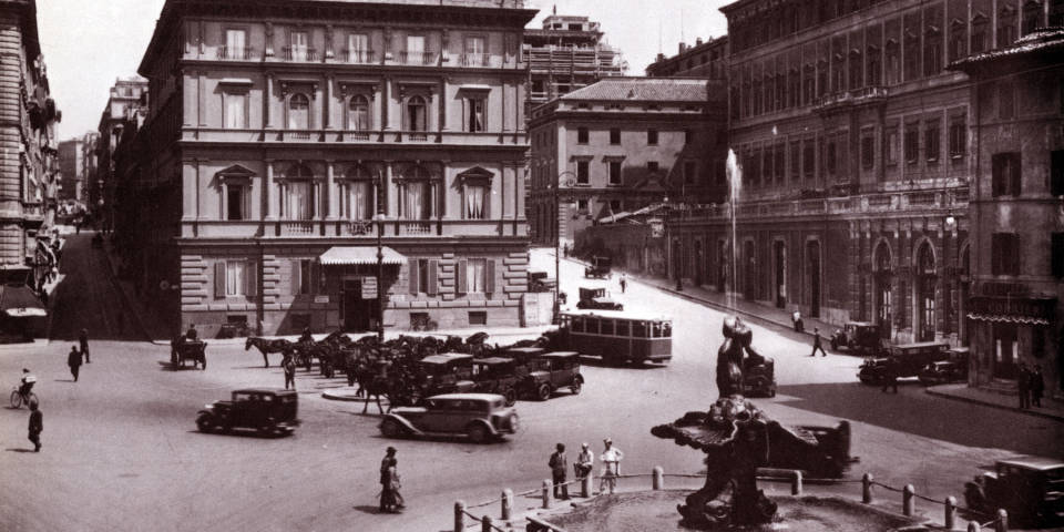 Piazza Barberini in Rome centuries ago