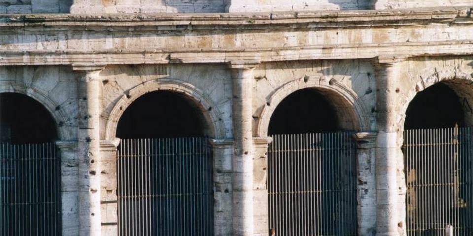 ancient entrances to the colosseum