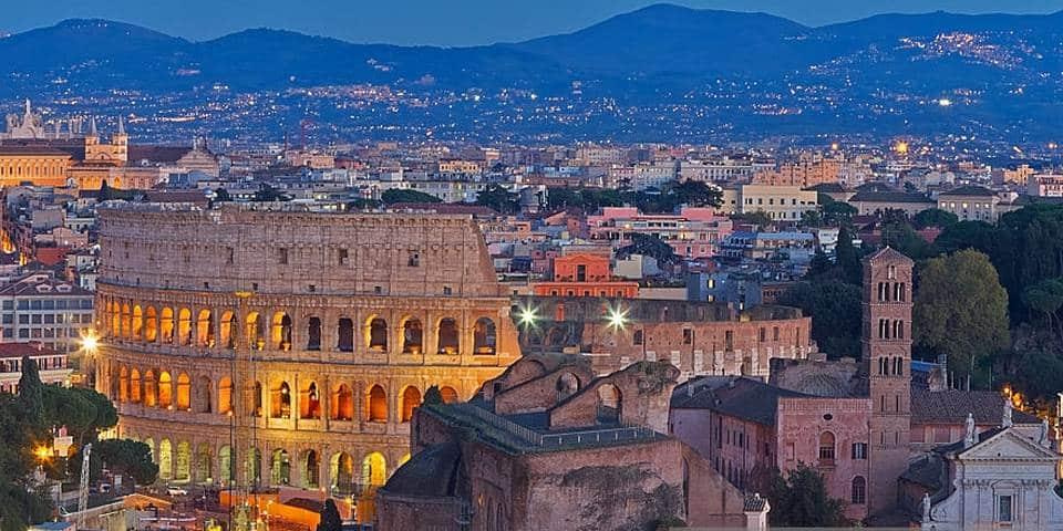 How far Colosseum from Rome city centre