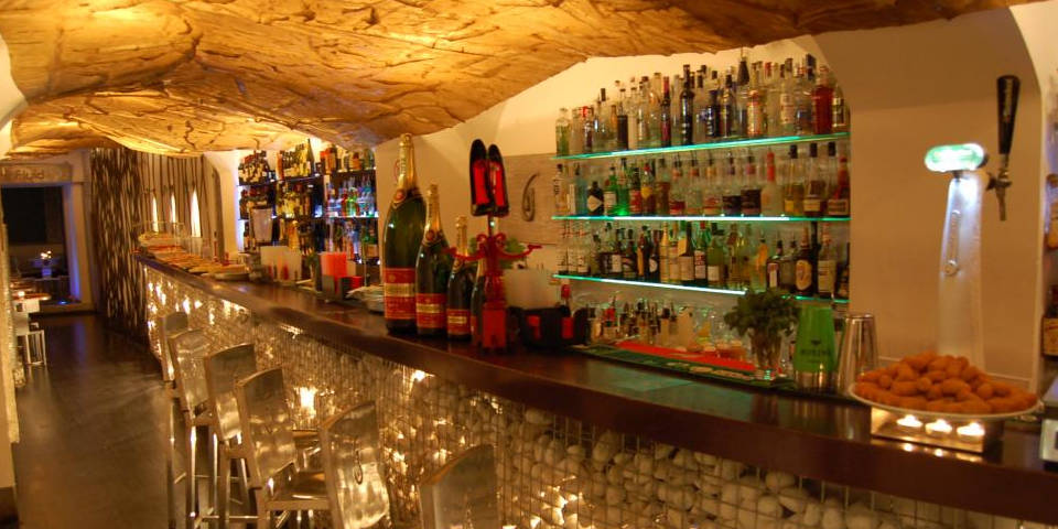 Fluid Cocktail&Wine Bar with Buffet for Aperitivo in Rome