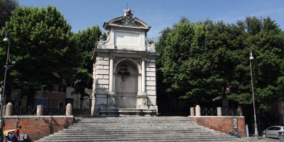 fountain in trilussa square