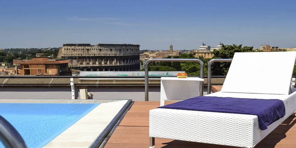 where to stay near the Colosseum