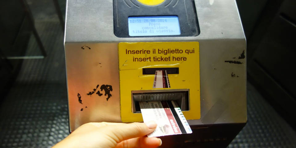 validate ticket in metro in Rome