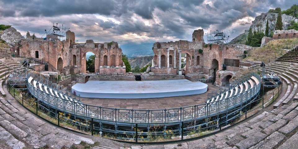 How many Colosseums are in Italy