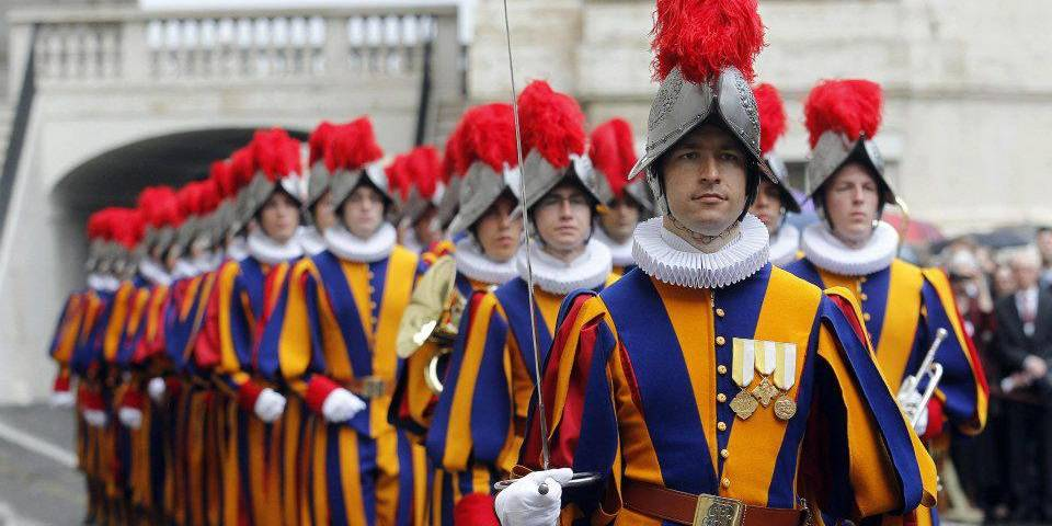 how to become a swiss guard